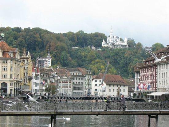 The Tourist Hotel: Вид с моста
