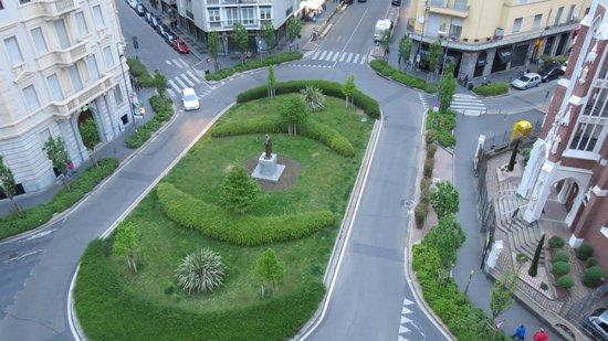 Hotel Mennini: Pladsen set fra værelset