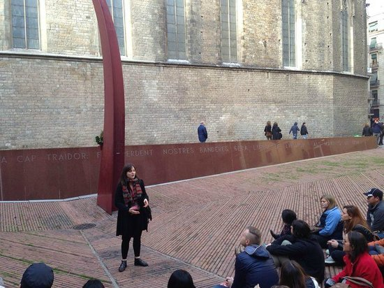 SANDEMANs NEW Europe - Barcelona: Helen thanking everybody as we end the tour