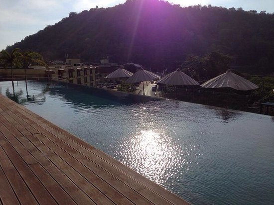 Absolute Twin Sands Resort & Spa: Late afternoon by the pool :-)