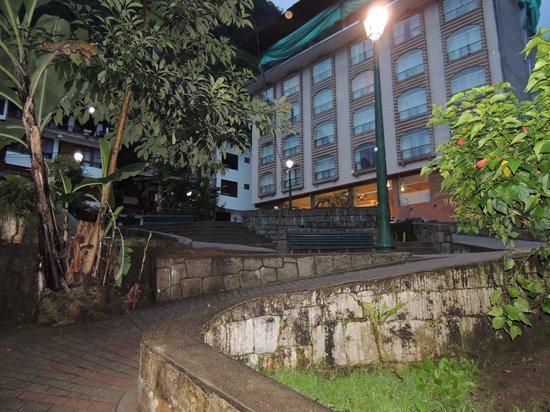 Taypikala Hotel Machupicchu: el edificio y su ubicacion