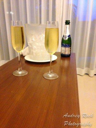 Novotel Phuket Kata Avista Resort and Spa : Complimentary champagne for my bday