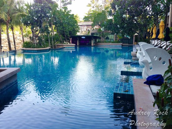 Novotel Phuket Kata Avista Resort and Spa : Spacious Main Pool