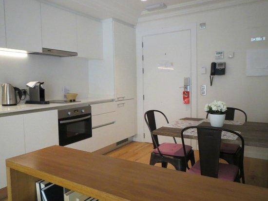 Palma Suites : Kitchen / Entrance Level
