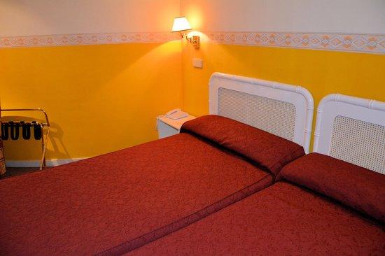 Tryp Barcelona Aeropuerto Hotel: ツインでこんなベッド