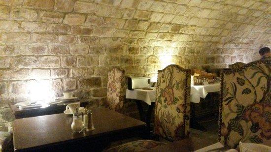 Best Western Le Jardin de Cluny: Salle à manger. Très charmante!