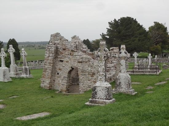 Clonmacnoise: tranquil grounds