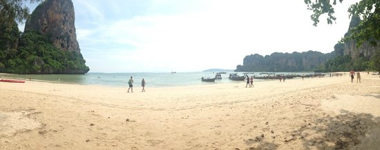 Sand Sea Resort: railay west,, beach infront of the hotel
