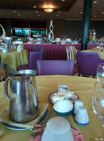 Divani Apollon Palace & Thalasso: Breakfast area