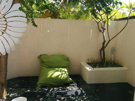 Sofitel So Mauritius : Le coin douche extérieur