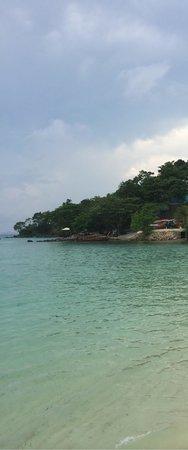 Phi Phi Island Village Beach Resort : High tide