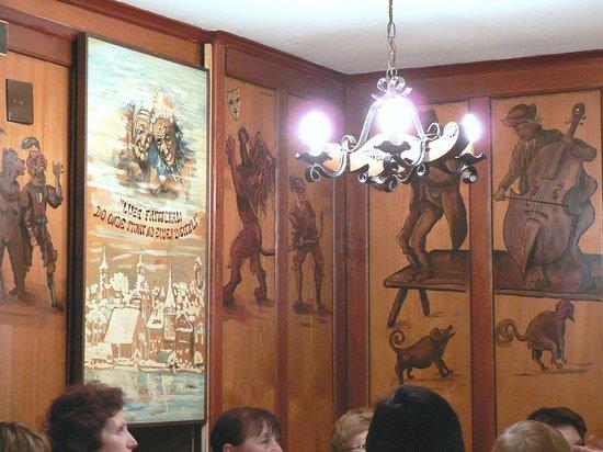 Restaurant Fritschi: Чудесные деревянные панели