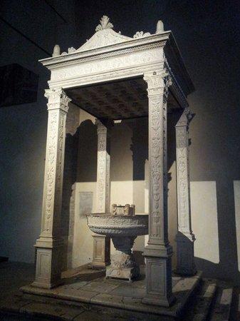 Cattedrale Basilica S. Maria Assunta di Atri: Il battistero
