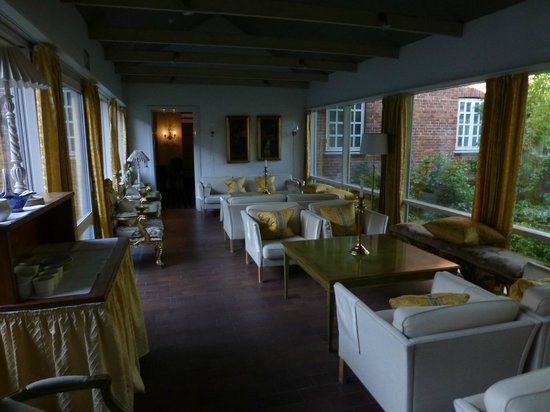 Sauntehus Castle Hotel: Coffee and relaxing lounge