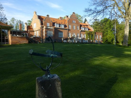 Sauntehus Castle Hotel: Old house with terrace