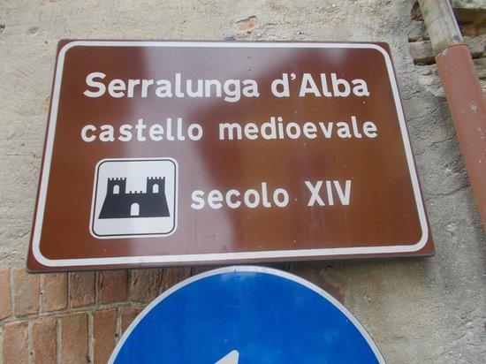 Serralunga d'Alba Castle: Cartello