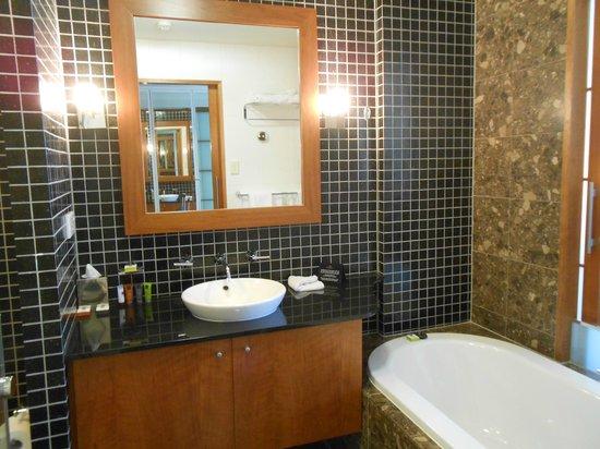 Majestic Roof Garden Hotel: Bathroom