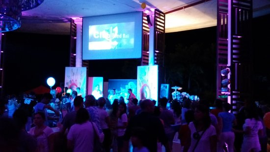 Club Med Bali : night party