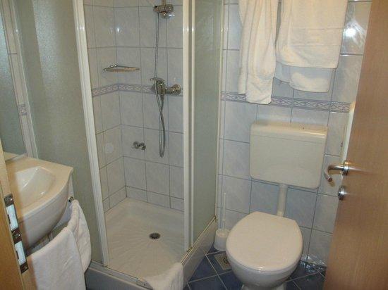 Hotel Macola : シャワーブース