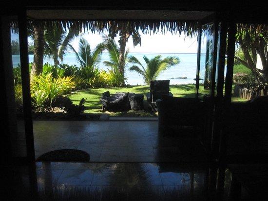 Te Manava Luxury Villas & Spa: Inside Villa looking out to Muri Beach
