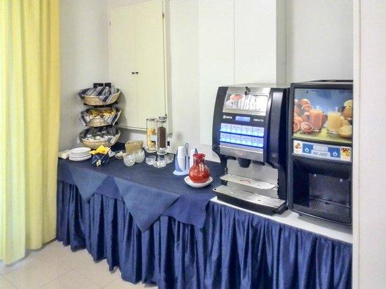 Hotel Sissi: Buffet di colazione - bevande e varie