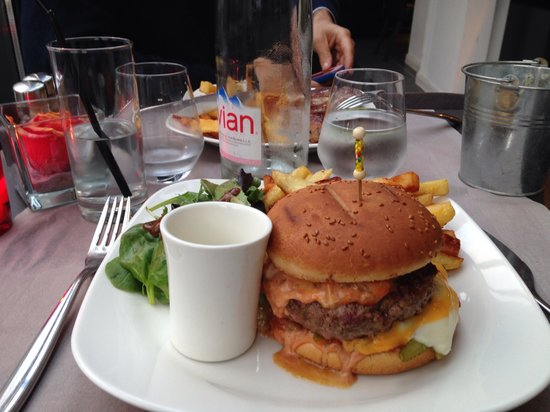 Le Petit Zinc: The BEST BURGER ever !!!!