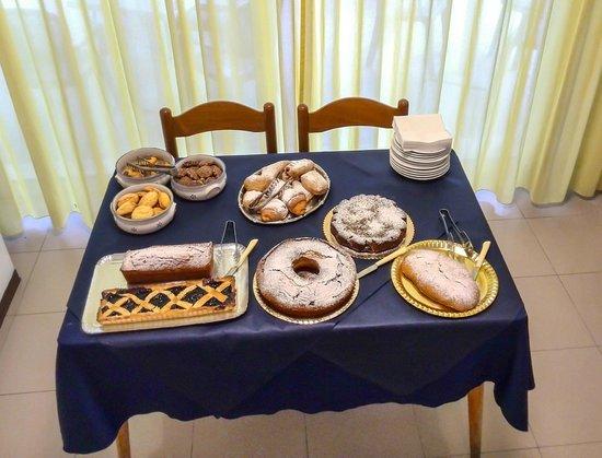 Hotel Sissi: Buffet di colazione - le torte