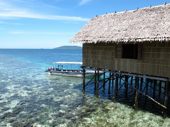 Papua Explorers Resort: The dive centre and dive boat