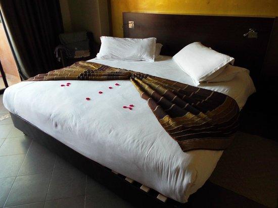 Kenzi Club Agdal Medina : chambre avec lit immense