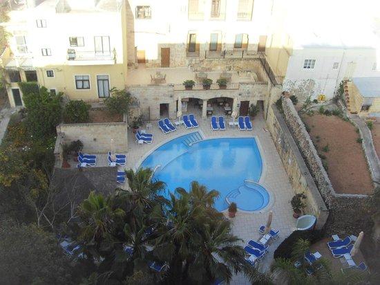 Maritim Antonine Hotel & Spa : piscina piano 0 vista dal 7°