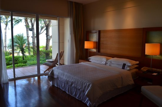 Sheraton Hua Hin Resort & Spa: Bedroom with a view.