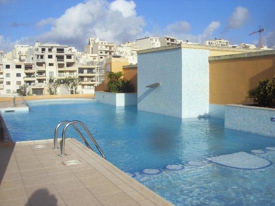 Maritim Antonine Hotel & Spa : piscina 7° piano