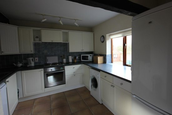 Low Costa Mill Cottages: Kitchen in Heron View