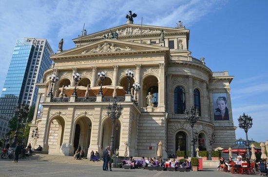 Alte Oper: Opera giorno