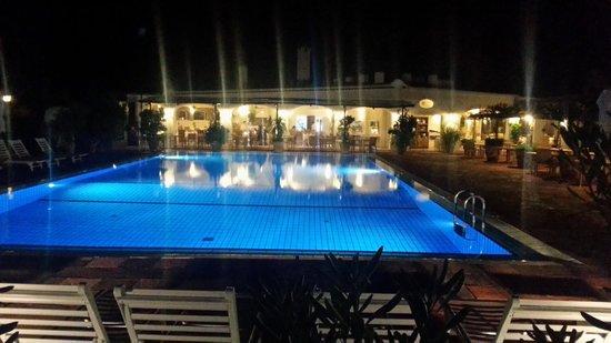 Garden & Villas Resort: by night