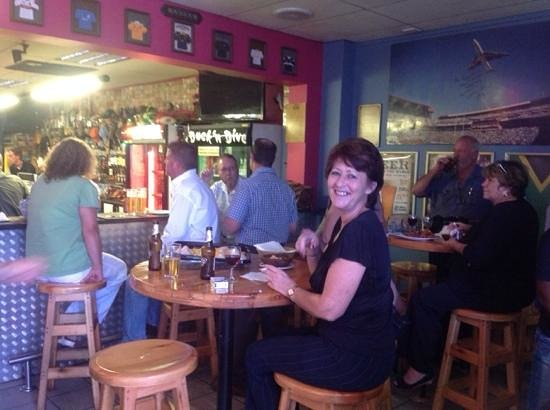Duck 'n Dive Saloon: spending time with good freinds