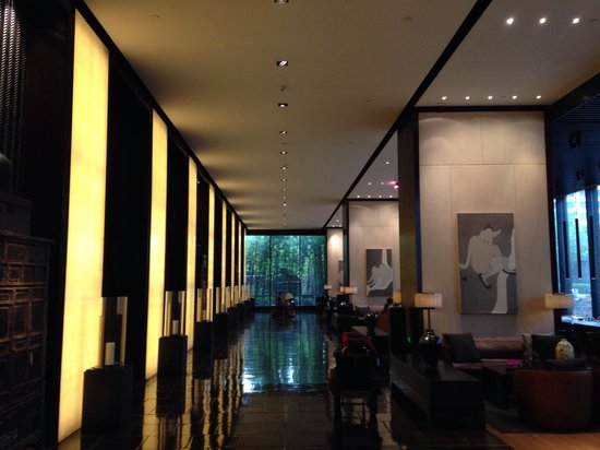 The PuLi Hotel and Spa: El Lobby