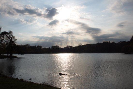 Loch Monzievaird Self Catering Lodges: sunset