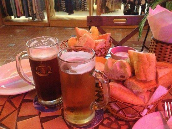 La Mancha Restaurant: пиво с хлебом))