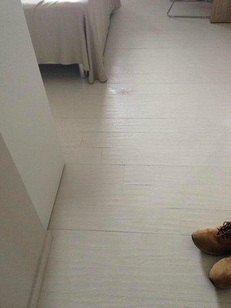Hotel Cristina : camera ancora bagnata - rischio caduta