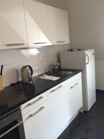 Guesthouse Dienerstrasse: Удобно спланированная кухня