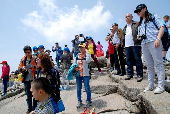 Mt. Huangshan (Yellow Mountain): Crowds - you'll get them!