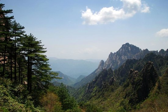 Mt. Huangshan (Yellow Mountain): Views are worth all the exhaustion and people