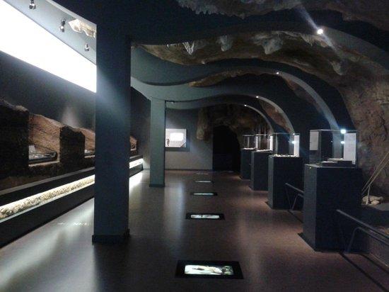 Museo de Prehistoria y Arqueologia de Cantabria: Explaining the caves of Cantabria
