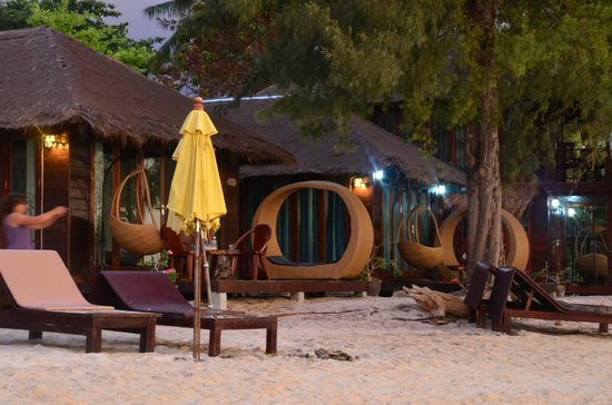 Anda Resort : Two single units beach front (I wish I should ask for)