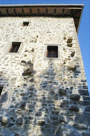 Les Fous du Village : 800 year-old-stones