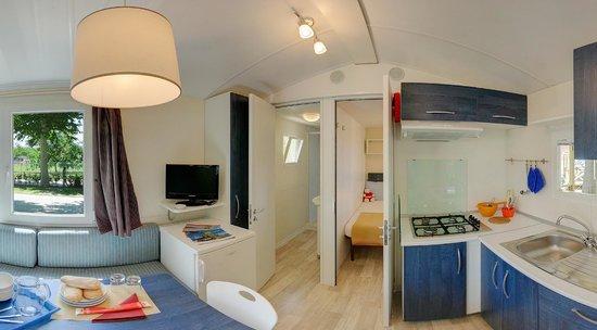 Camping Village Lago Maggiore : internal mobile home