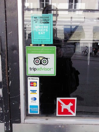 "Restaurant Rivoli: Знак ""Trip Advisor"" на дверях  - знак качества!"