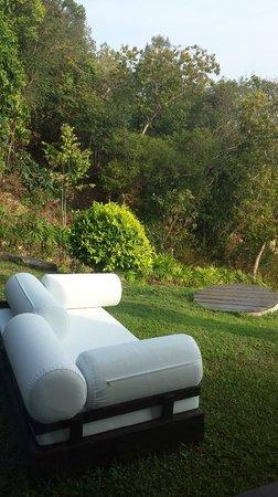 Villa Belle : outside couch