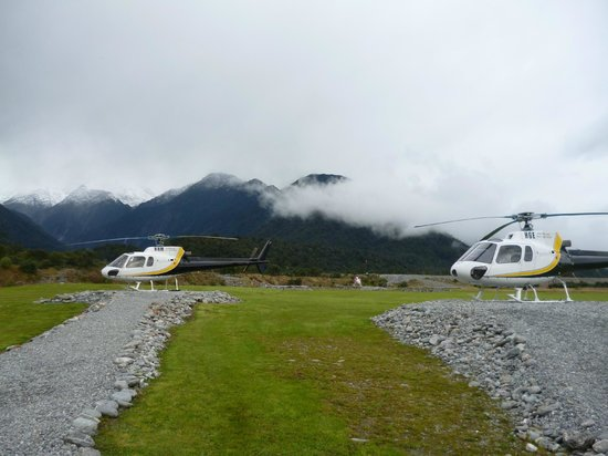 Franz Josef Glacier Guides: Helicopters awaiting take-off